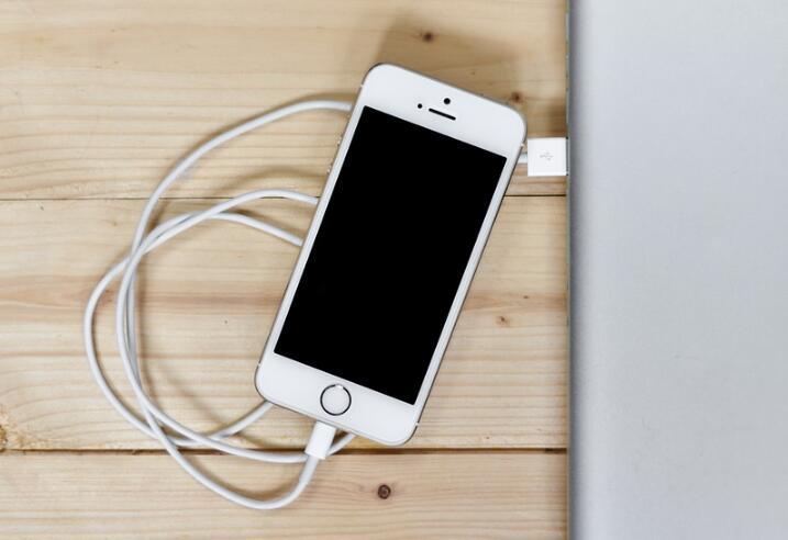 iPhone 出现间歇性黑屏的问题怎么办?